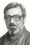 A szerző Pusztai János az egykori sportrepülő, későbbi MHSZ-titkár közel 4 évig dolgozott a könyvén. (A Városi Könyvtár fotóarchívuma - 1986)